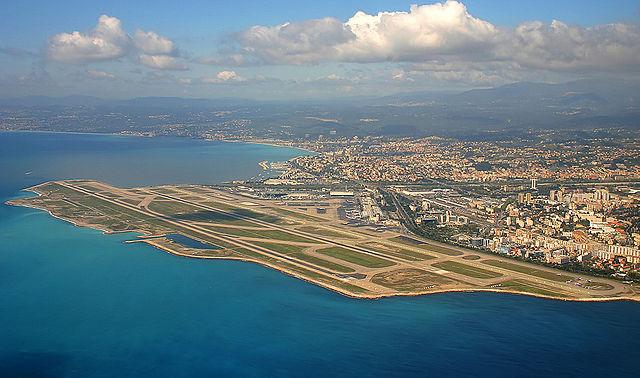 Vue à l'aterrissage à l'aéroport de Nice Côte d'Azur