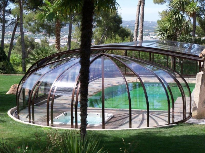 Abri de piscine rotonde par Eureka Worldwide