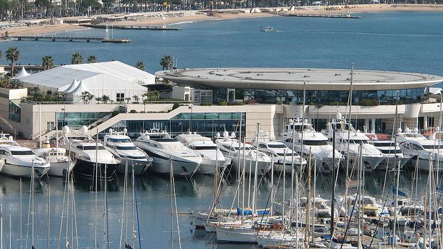 Yachts dans le port de Cannes.