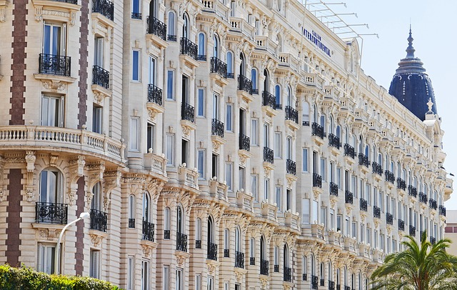 Établissement de luxe sur la Côte d'Azur.